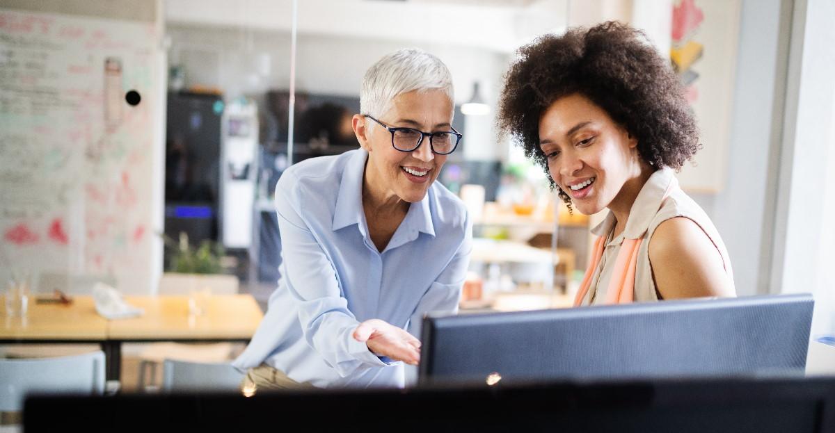 Women working on a computer hero