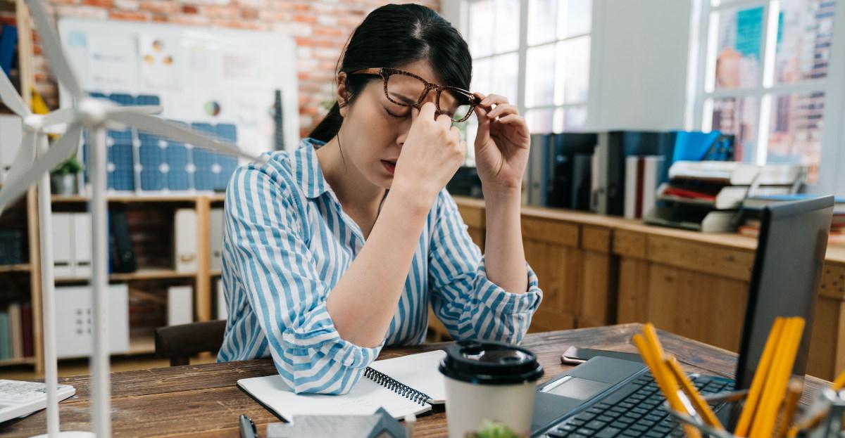 Stressed woman at laptop hero